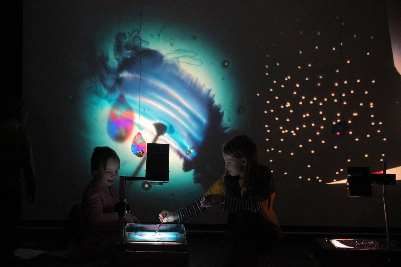 21. 5. 13:30 – Živé hraní k promítaní + Makak a Anna Balážová / dětský workshop na festivalu Eduspace 2016
