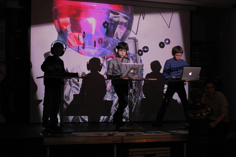 SO / 28. 1. / 15.00 / Živé hraní k promítání / dětský multimediální workshop