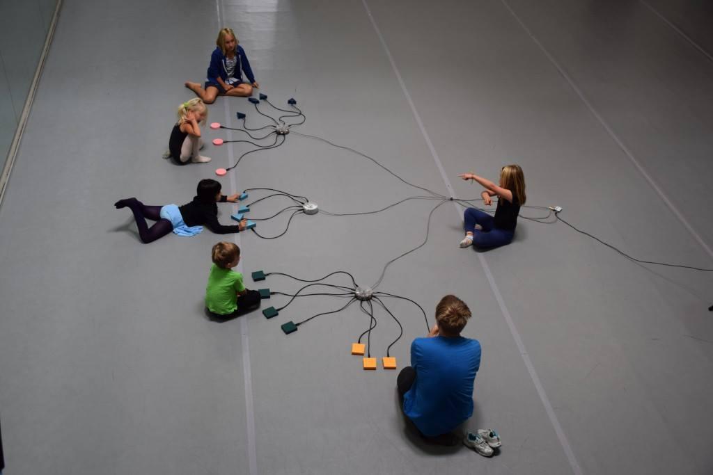 * ZRUŠENO * SO / 15.12. / 14.00 / Živé hraní k promítání: Zvukodrom / dětský multimediální workshop